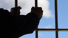 Mitarbeiter hinter Gittern: Kann der Chef wegen Haftstrafe kündigen?