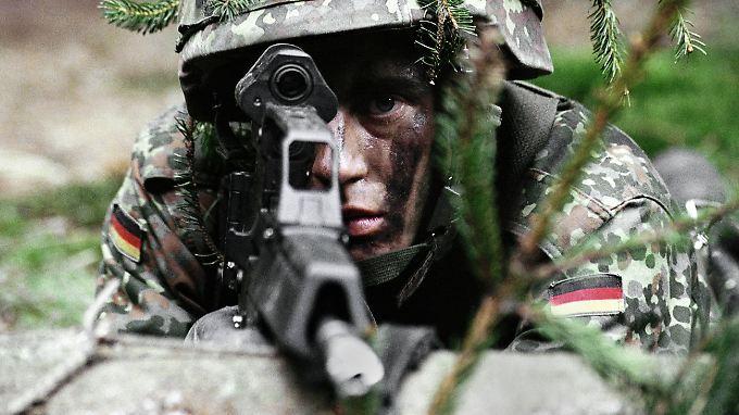 Die Bundeswehr - in nicht absehbarer Zukunft auch mit EU-Flagge auf dem Arm?