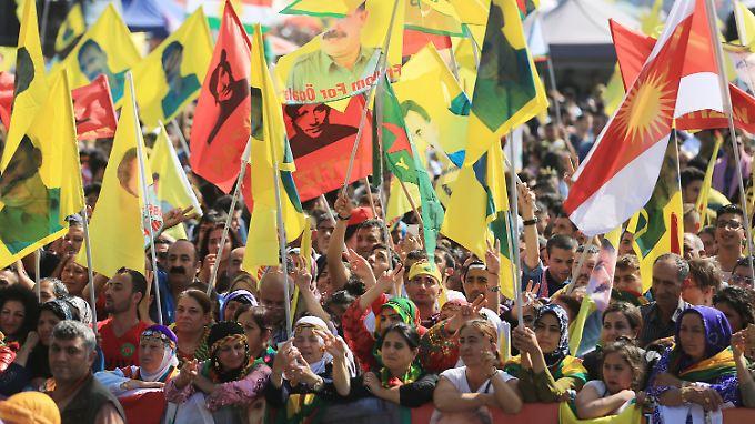 Die kurdischen Veranstalter rechneten mit bis zu 30.000 Teilnehmern an der Demo in Köln.