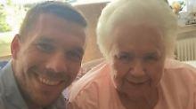 """""""Du bist nie zu alt für ein Selfie"""": Podolski postet wieder mit Oma"""