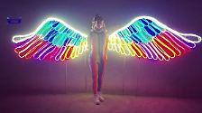 """Wie ein Engel präsentiert sie sich beim """"Burning Man"""", obwohl ..."""