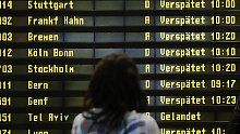 Wer auf seine Rechte als Fluggast bei Verspätungen oder Ausfällen pochen will, sollte sich die Umstände schriftlich bestätigen lassen. Foto: Hannibal Hanschke