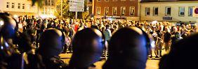 Nach den Ausschreitungen herrschte in Bautzen am Donnerstagabend massive Polizeipräsenz.