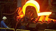 Stahlproduktion bei ArcelorMittal im brandenburgischen Eisenhüttenstadt.