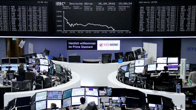 Der Dax zu Wochenbeginn: Ein schwarzer Börsentag für die Deutsche Bank.