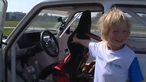 In eigens angefertigtem Auto: 4-Jähriger ist jüngster Rennfahrer Polens