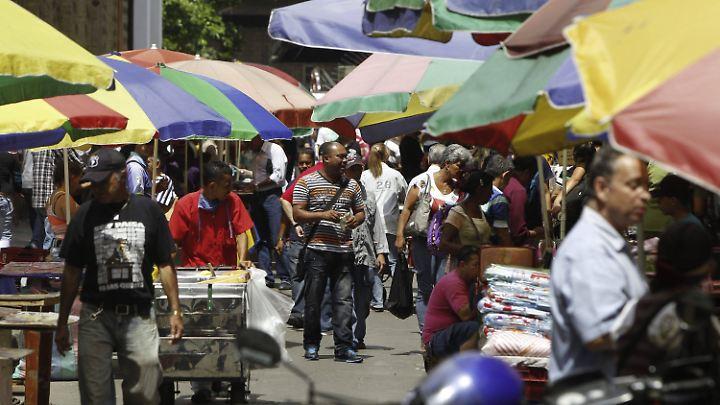 Buntes Treiben in Medellín, Antioquia.