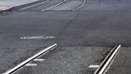 ... liegen für tonnenschwere Züge unüberwindbar weit auseinander.