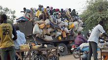 Afrikaner drängen nach Europa: Schwerer Kampf gegen Fluchtursachen