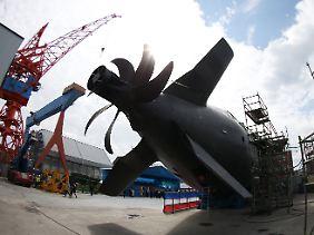 U-Boot-Technologie aus Deutschland: Heck und Antriebspropeller von U36 im Trockendoch bei ThyssenKrupp Marine Systems in Kiel.