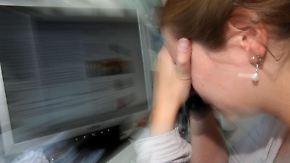 Wer krank und geschwächt zur Arbeit kommt, bringt weniger Leistung, verzögert den Heilungsprozess und stellt ein Risiko für Mitarbeiter dar. Foto: Oliver Berg