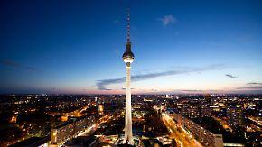Wer hat die meisten Besucher? Die Welttourismusorganisation (UNWTO) veröffentlicht jedes Jahr eine Liste mit den Ländern, die am häufigsten von Touristen besucht wurden. Hier sind die Top 10 des vergangenen Jahres - Europa ist gleich mehrfach vertreten, auch Deutschland ist dabei. (im Bild: Berlin, Fernsehturm)