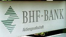 Die BHF-Bank war im Zuge der Übernahme der Privatbank Sal. Oppenheim in den Besitz der Deutschen Bank übergegangen.