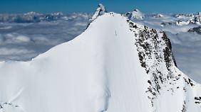 Der kleine Punkt am Berggipfel ist Jérémie Heitz.
