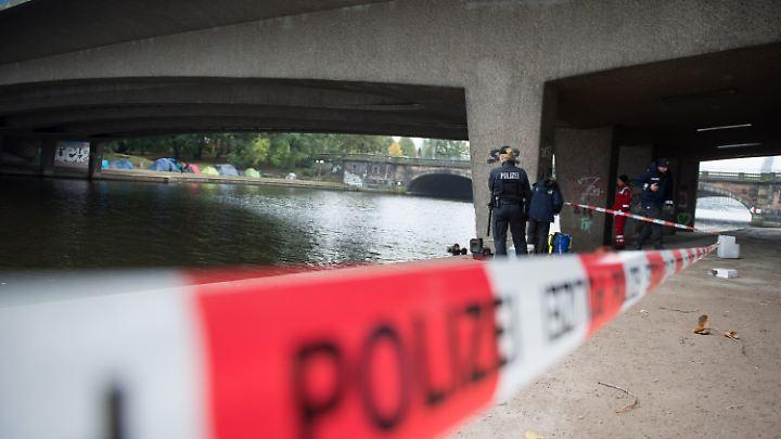 Der Tatort unter der Kennedybrücke.