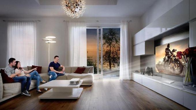 beamer oder fernseher wer macht das bessere heimkino n. Black Bedroom Furniture Sets. Home Design Ideas