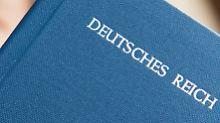 """Das """"Reichsbürger"""" die Bundesrepublik nicht anerkennen, stellen sie sich oft eigene Dokumente aus."""