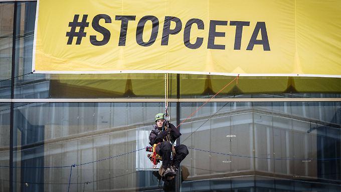 Nach der Absage einer weiteren belgischen Region hängt das ausverhandelte Ceta-Abkommen in der Schwebe.