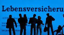 Die Lebensversicherer haben zunehmend Probleme, die in der Vergangenheit versprochenen hohen Zinsen einzunehmen. Foto: Jens Büttner