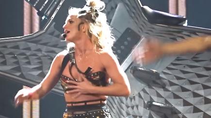 Britney Spears mit Nippeblitzer: Nackt-Auftritt in Las