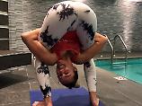 Ein Hintern für Hillary: Miley Cyrus zeigt ihren Yoga-Po
