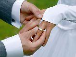 Den großen Tag planen: Wie Paare bei der Hochzeit sparen können