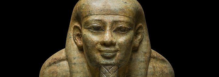 Und das tat er: Horus besiegte seinen Onkel nach langem Kampf und wurde zum Herrn der Oberwelt. Sein Vater Osiris stieg als Gott des Jenseits für immer in die Unterwelt hinab.
