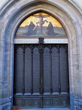 """Die weltberühmte """"Thesentür"""" der Wittenberger Schlosskirche. Luther selbst hat hier nie etwas angenagelt."""