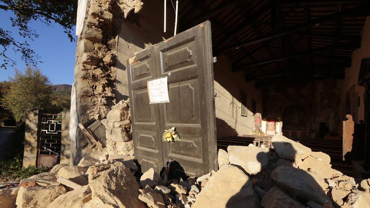Stärkste Erdstöße seit 36 Jahren: Italien empfiehlt, Erdbebenorte zu verlassen