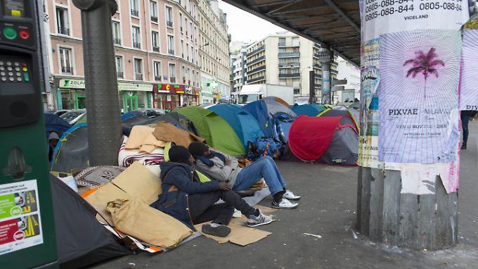 Frankreichs Schande: Tausende Flüchtlinge leben in Paris auf der Straße
