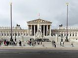 Der Tag: Arbeiter finden Hitler-Büsten in Wiener Parlament