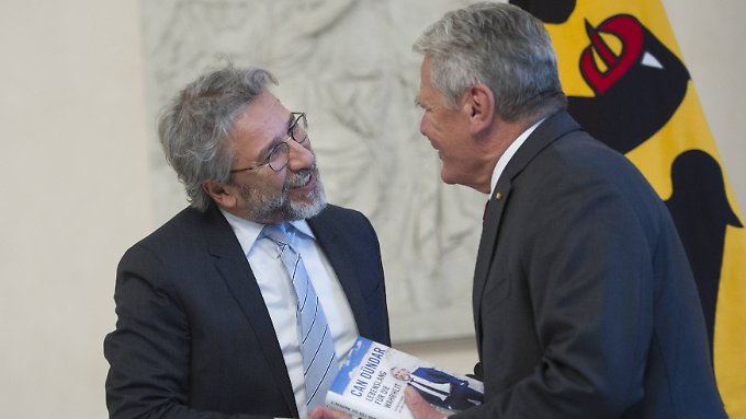 Beide, Gauck und Dündar, waren um Ehrerbietung bemüht.