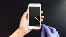 Spurensuche auf dem Display: Was Schweißrückstände auf Handys verraten