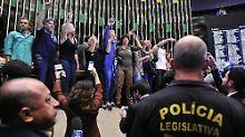 Demonstranten fordern Militärputsch: Rechte stürmen brasilianisches Parlament