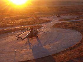 """Helikopter am Landeort von """"Shenzhou 11""""."""