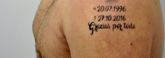 Frisches Tattoo nach Bluttat: Mutmaßlicher Mörder steht vor Gericht