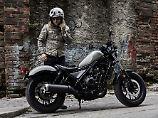 Die Honda Rebel soll jungen Motorradfahrern den Ein- oder besser Aufstieg in die Zweiradwelt leichter machen.