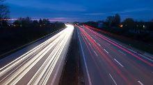 Bis zuletzt war zwischen Bund und Ländern die Zukunft der Autobahnen umstritten: Fest steht nun, dass sie nicht verkauft werden dürfen.