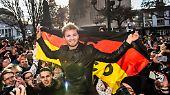 Und der wird in der Heimat, in Wiesbaden auch kräftig gefeiert. Das erste Mal Weltmeister wird man ja schließlich nur einmal.