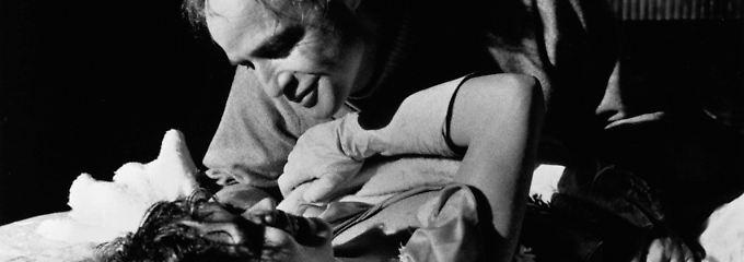"""Maria Schneider und Marlon Brando in dem Film """"Der letzte Tango in Paris""""."""
