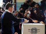 Wirbel um die falschen Stifte: Italien stimmt über Renzis Reform ab