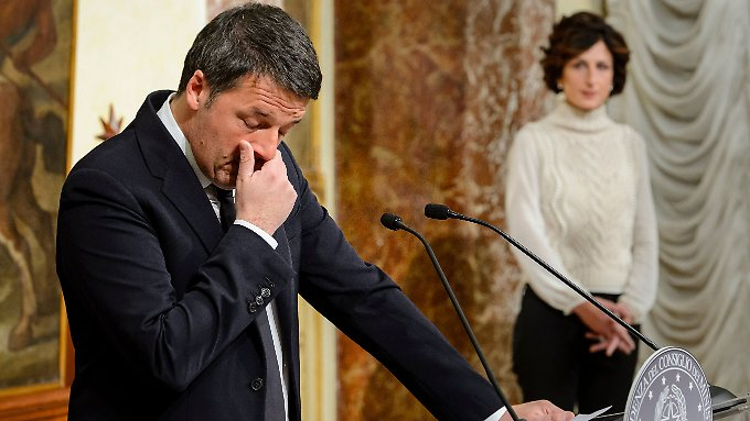 Renzi bei einem Presseauftritt nach seiner Niederlage mit Lebensgefährtin Agnese Landini