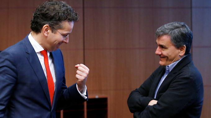 Eurogruppenchef Jeroen Dijsselbloem (l.) hat eine schriftliche Erklärung von Griechenlands Finanzminister Euclid Tsakalotos erhalten.