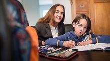 Vergleichstests für Schüler: Was Eltern gegen Schulstress tun können