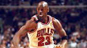 """Der vielleicht größte Basketballer aller Zeiten: Michael Jordan. Mit einem geschätzten Vermögen von 1,7 Mrd US-Dollar führt """"Air"""" Jordan die """"Forbes""""-Liste an. Seiner 15-jährigen Karriere bei den Chichago Bulls lässt er lukrative Deals mit Sponsoren wie Nike folgen."""