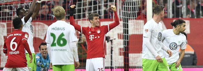 LIVE: Fußball-Bundesliga - 14. Spieltag: FCI entzaubert Leipzig, FC Bayern stürmt auf Platz 1