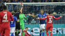 Erst Blitz-Rot, dann Last-Minute-K.o.: Zehn Schalker unterliegen Leverkusen