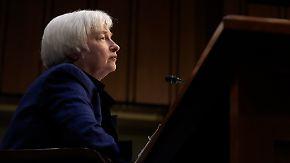 Gespanntes Warten auf Fed-Entscheid: Experten erwarten moderate Anhebung des Leitzinses