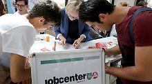 Nur ein Bruchteil wird fündig: 406.000 Flüchtlinge suchen einen Job