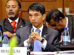 Präsident Rajoelina hat Korruption und Kriminalität nicht bekämpft. Mit dem Referendum will er sich jetzt offenbar die Macht sichern.